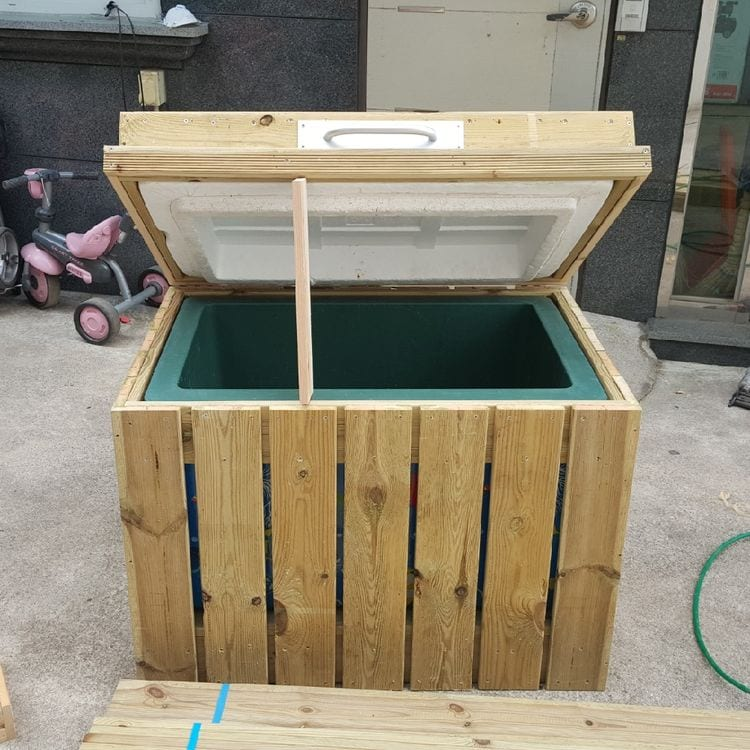 How to Turn Your Broken Refrigerator Into a Cool Outdoor Bar